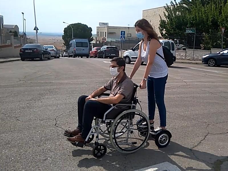 silla de ruedas y patinete electrico