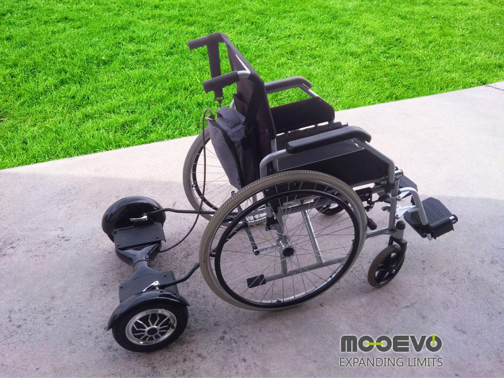 Patinete acoplado a silla de ruedas