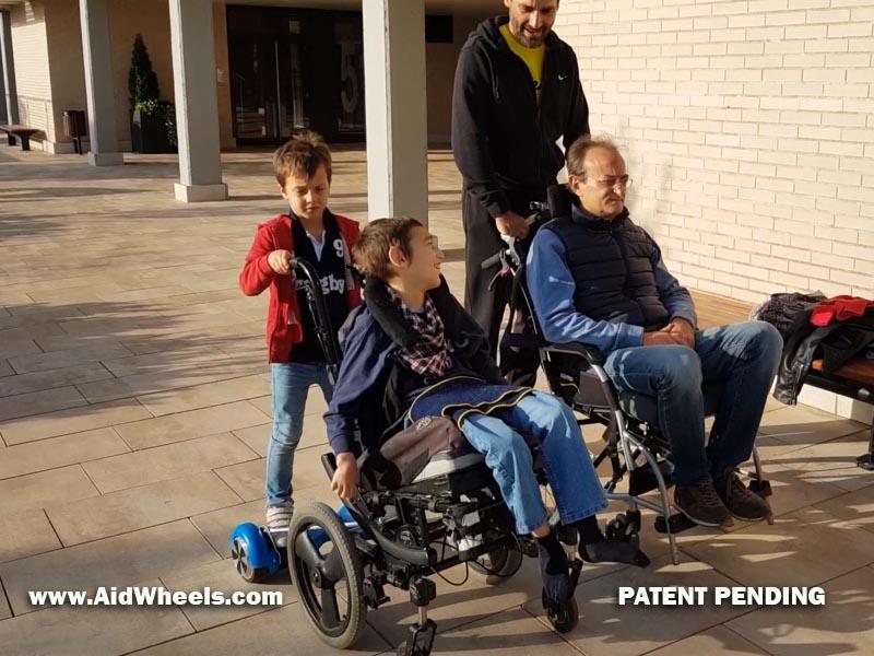 paseando con aidwheels dos sillas