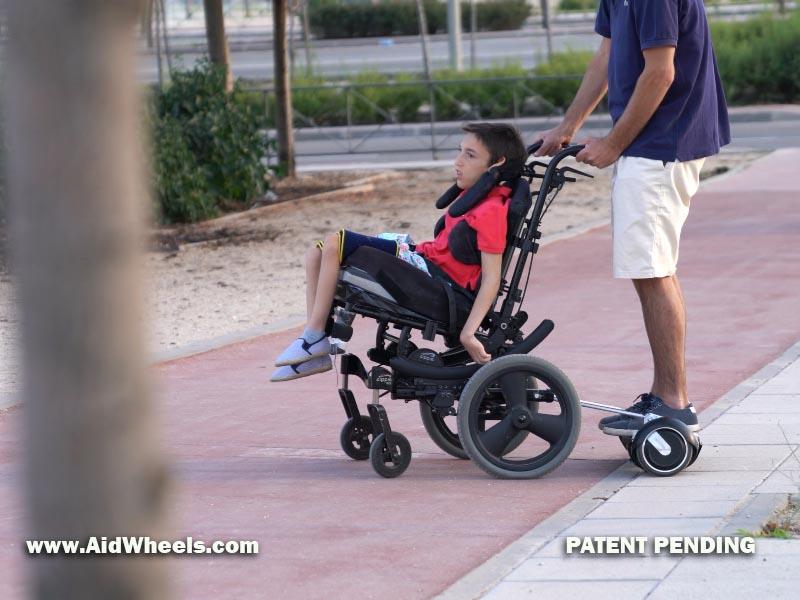 silla de ruedas con un hoverboard
